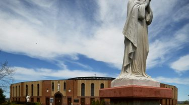 Warisan Kuil Nasional Lady of Martyrs Roma di Auriesville di Amerika New York